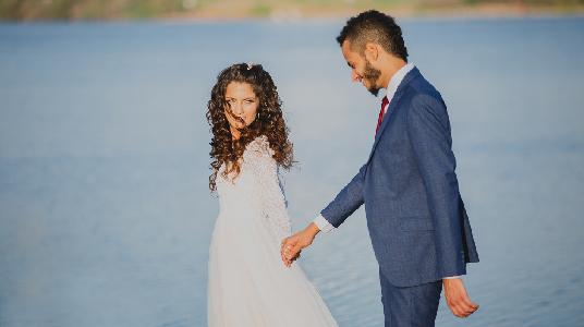 צלם לחתונה קטנה צילום מחוץ לעדשה חוץ