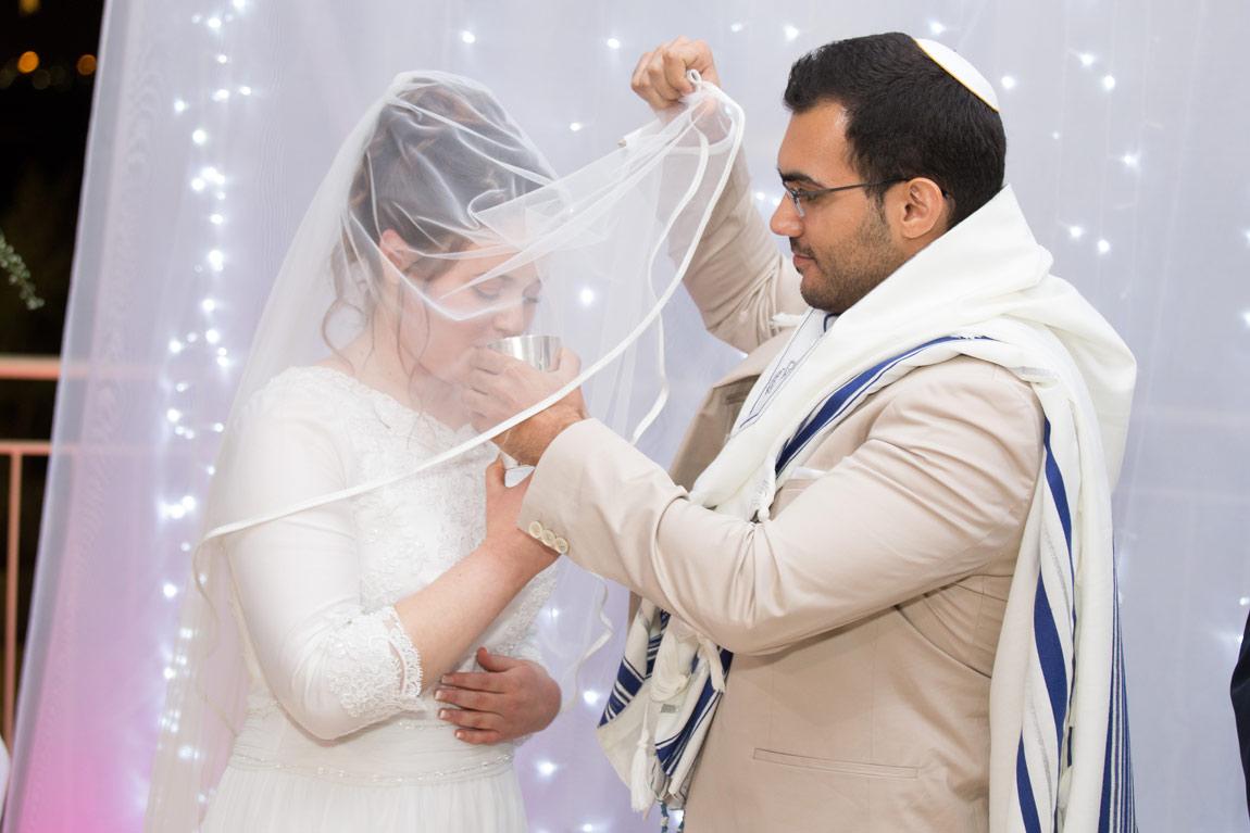 עלות צלם לחתונה חופה צילום מחוץ לעדשה